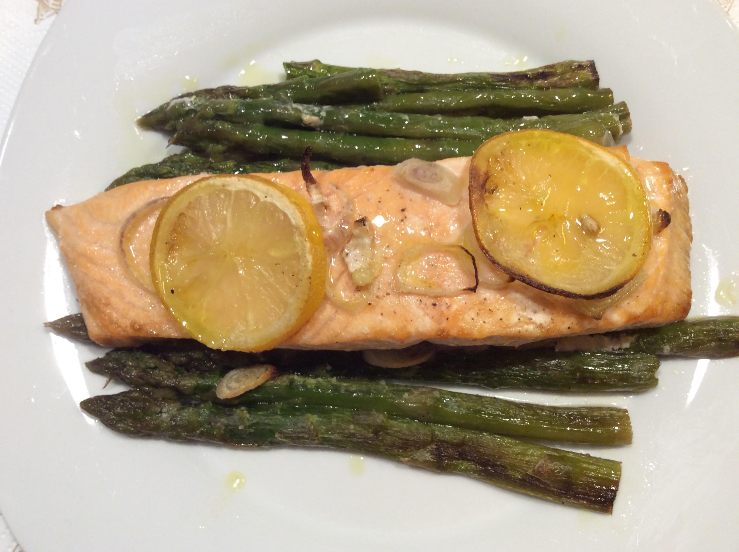 Ricetta Salmone Asparagi.Salmone Al Forno Con Asparagi In Cucina Con Lilly